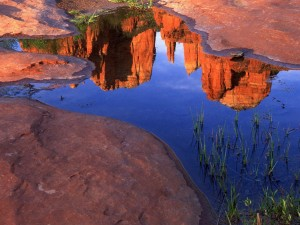 Reflection-of-Cathedral-Rock-at-Red-Rock-Crossing-Oak-Creek-Canyon-Sedona-Arizona2-1024x768