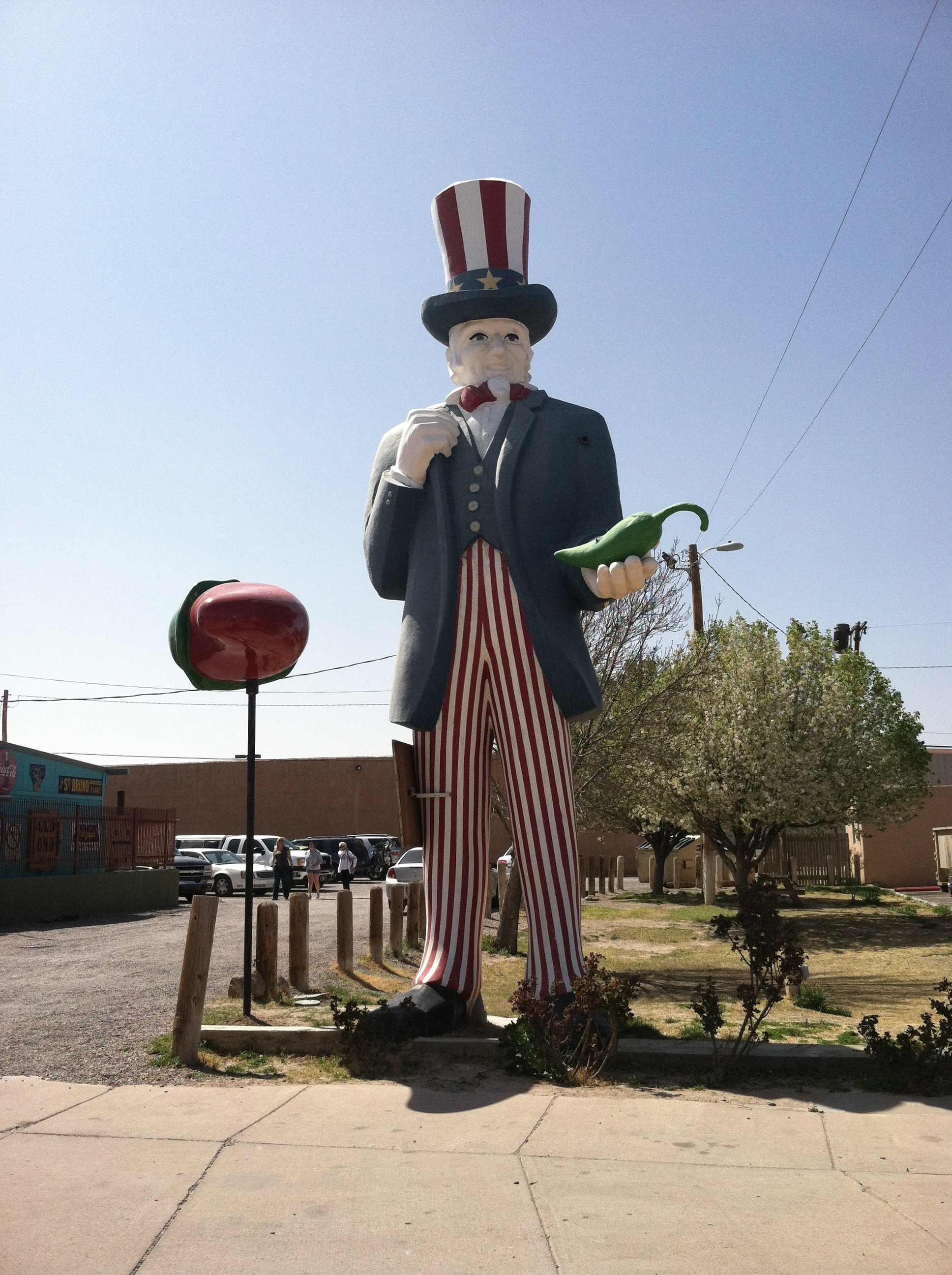 Hatch, NM likes their overinflated, unrelated, large plastic figures. Strange...